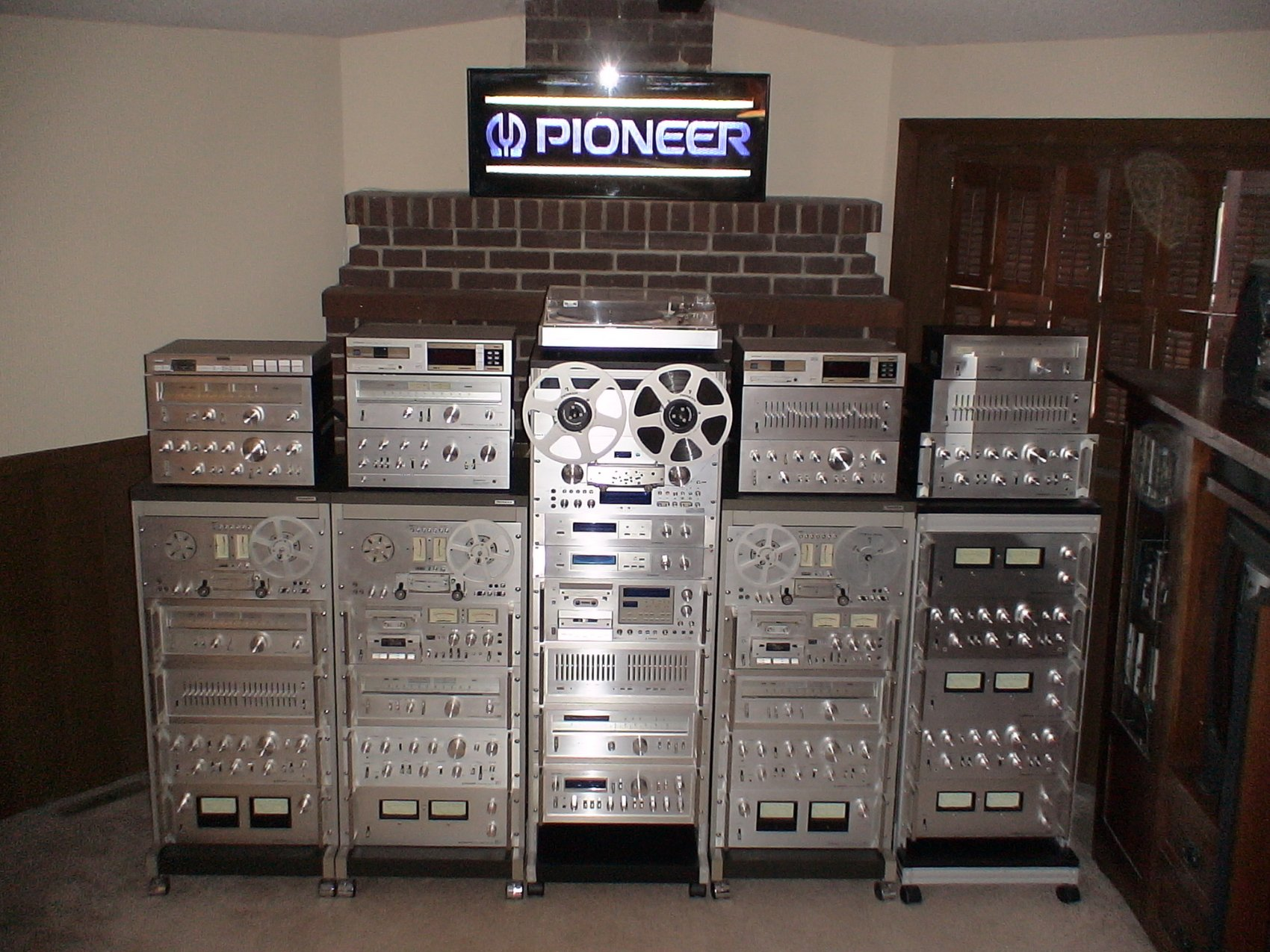 514Silver_Wall_of_Pioneer_SPEC_Gear.jpg